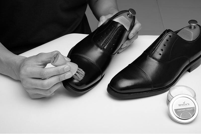 How To Clean Smooth Leather 3